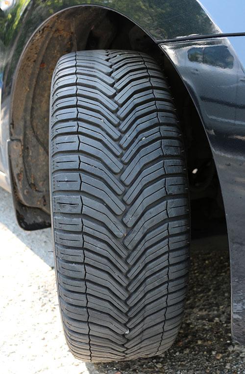 """Profil în """"V"""" pentru suprafața de rulare Michelin CrossClimate"""