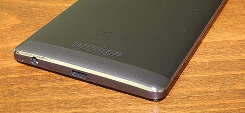 Mufă mini USB de alimentare/date și jack-ul audio de 3.5 mm