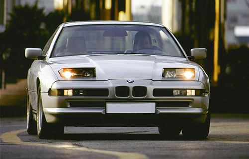 BMW seria 8 GT Coupe cu farurile rabatante deschise