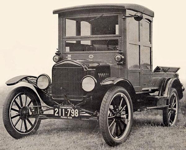 Model de mașină cu roțile înafara caroseriei